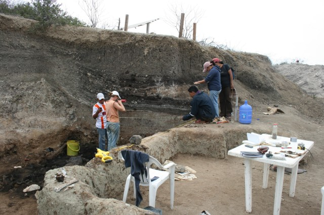 students map asphalt-preserved fossils at the Tanque Loma tar pit locality in southwest Ecuador.